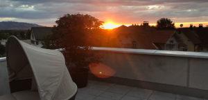 wohnen-dornbirn.at | Dachterrasse bei Sonnenuntergang